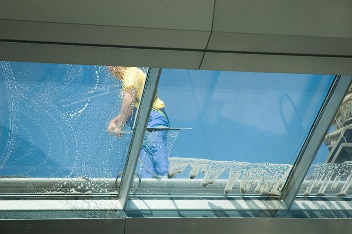 Technicien cordiste nettoyage en hauteur